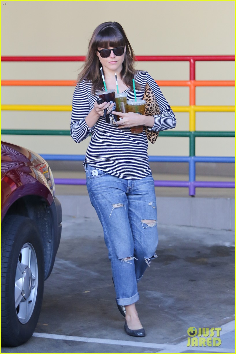 sophia bush drink run 03