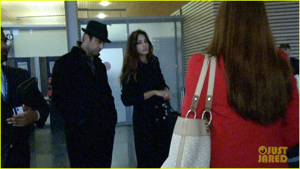 gerard butler norway arrival with madalina ghenea 03
