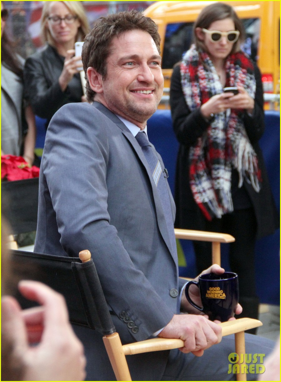 gerard butler promotes playing for keeps on gma 23