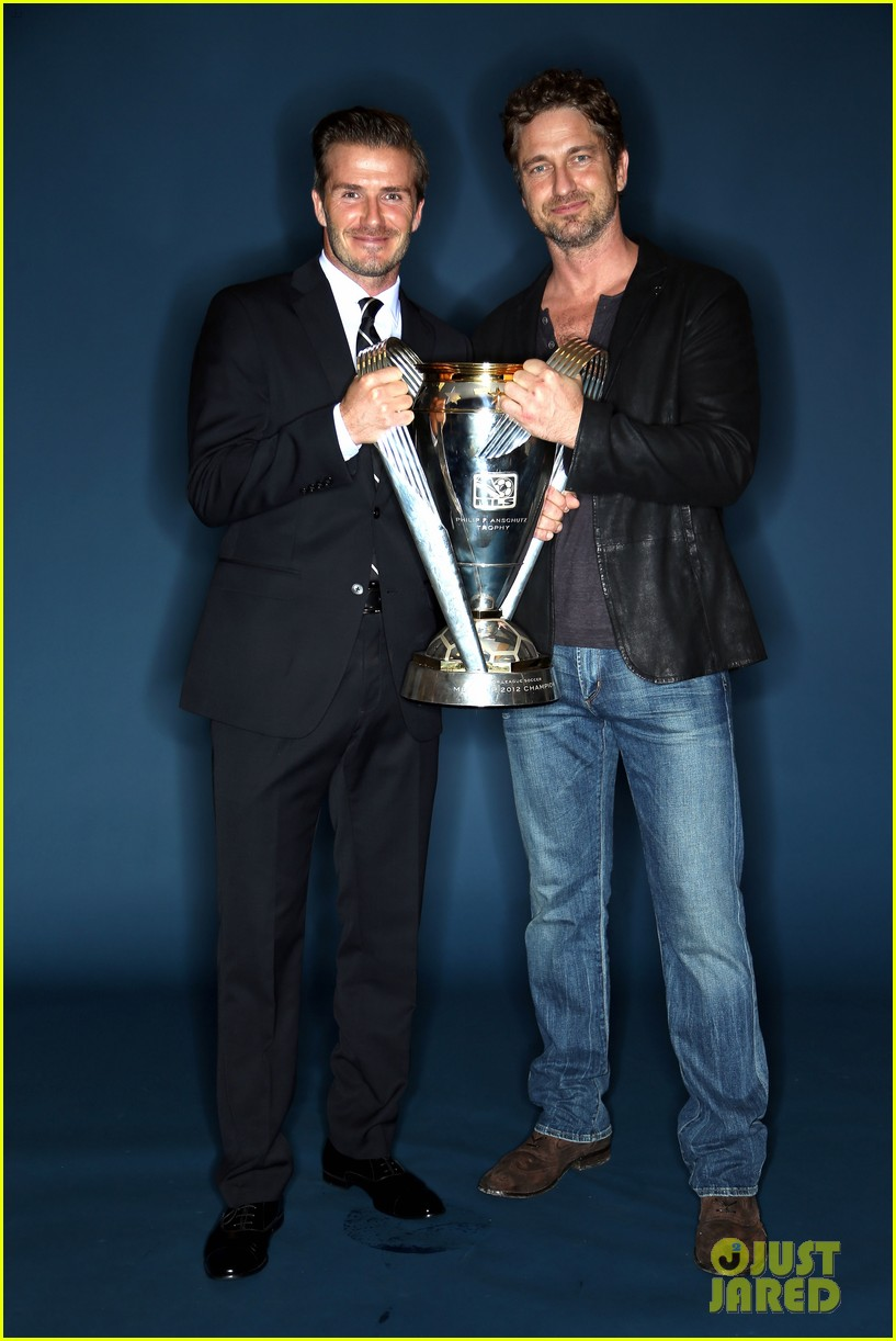 gerard butler mls cup with david beckham 01