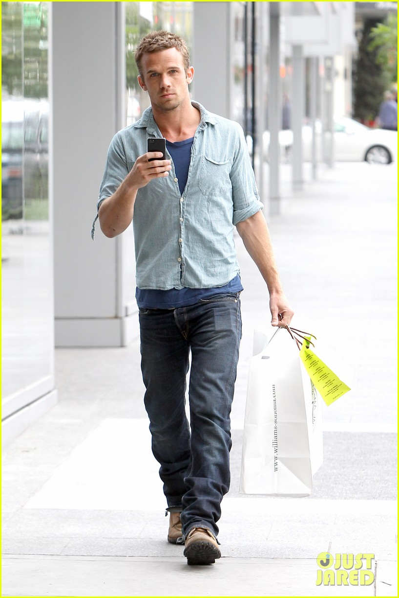 cam gigandet williams sonoma gift run 01