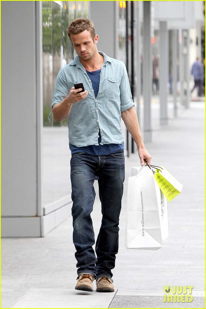 cam gigandet williams sonoma gift run 03