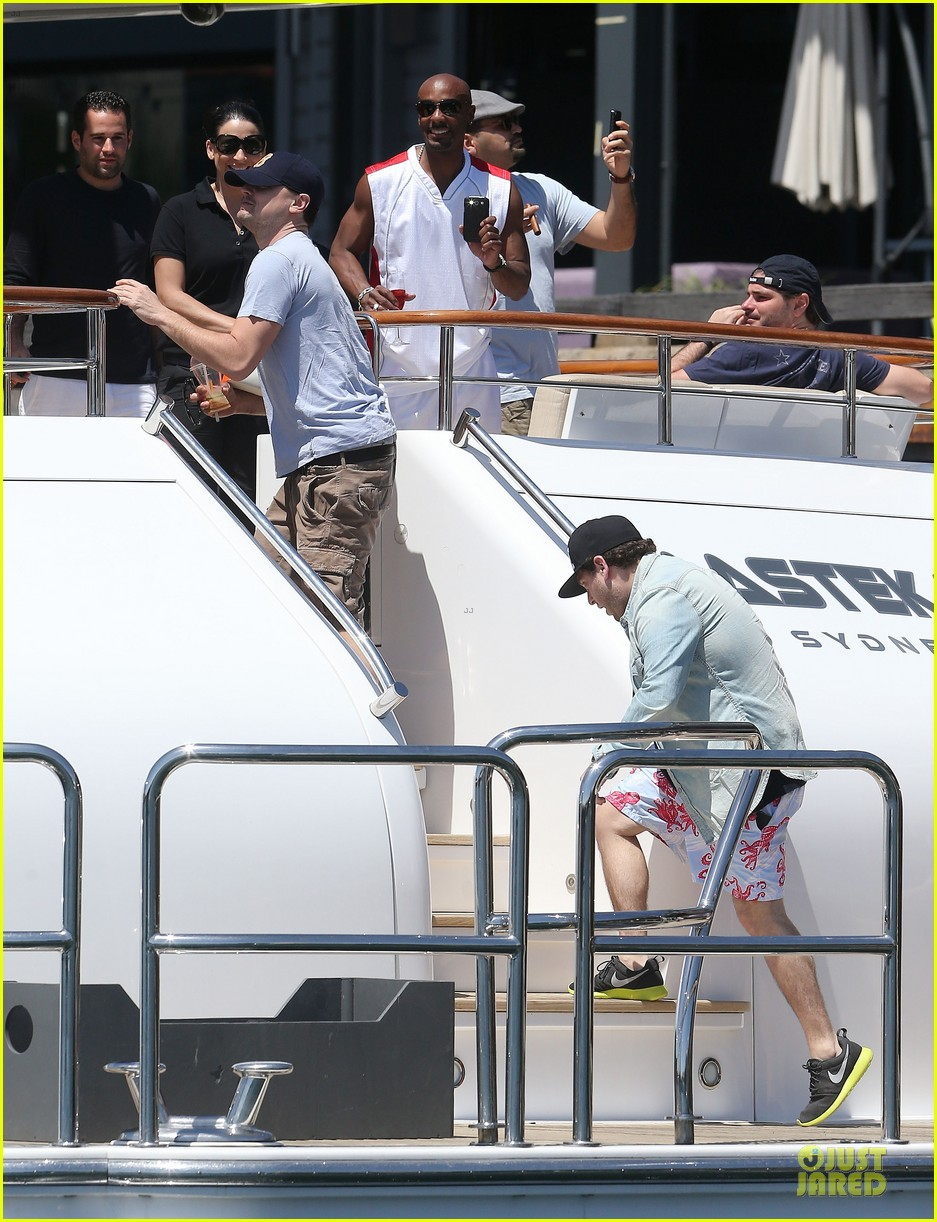 leonardo dicaprio sydney boat ride with jonah hill 03