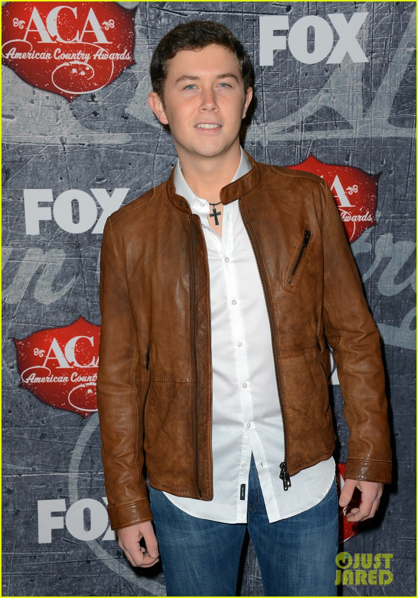 kristin chenoweth scotty mccreery acas 2012 red carpet 06