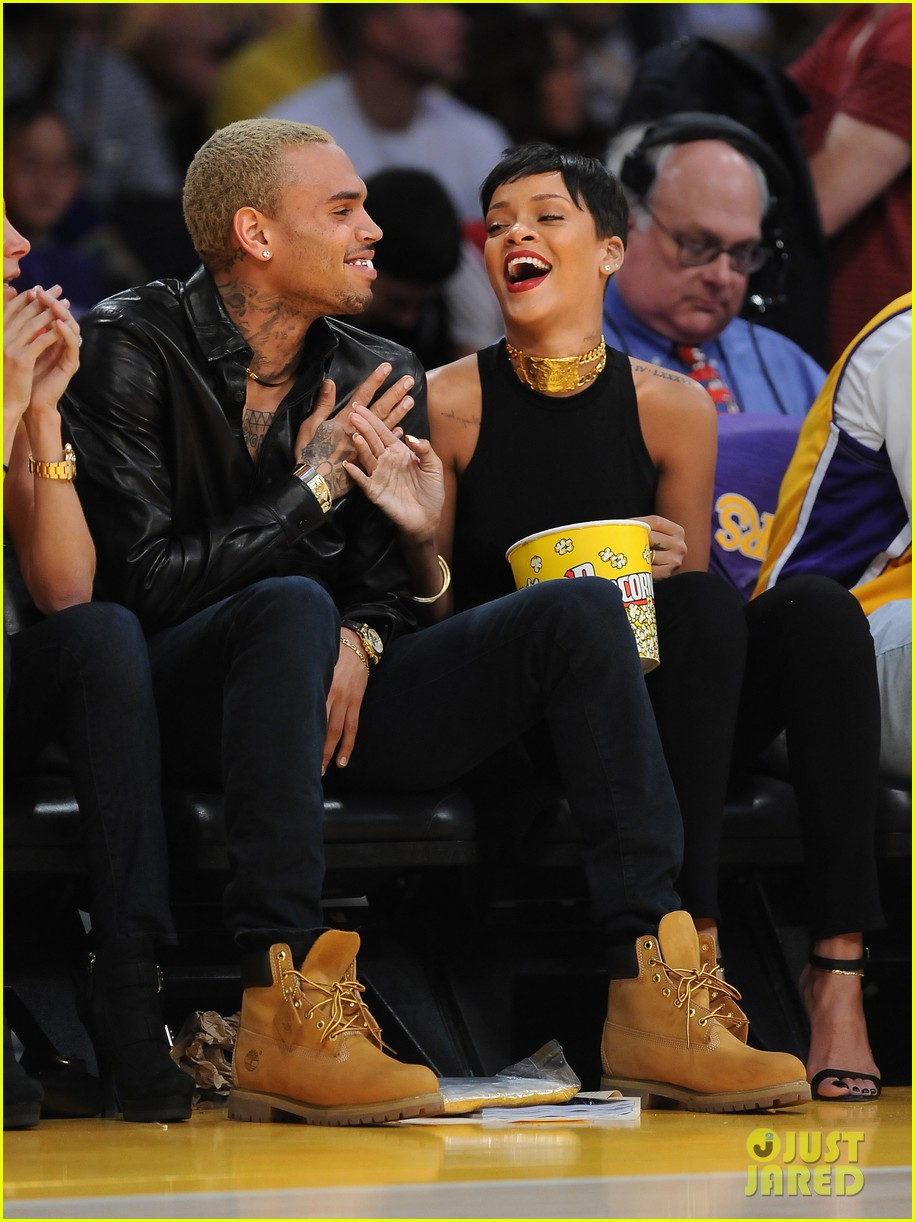 rihanna chris brown lakers christmas 04