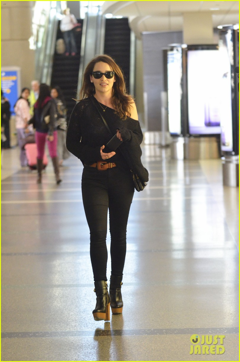 emilia=clarke lax landing 03
