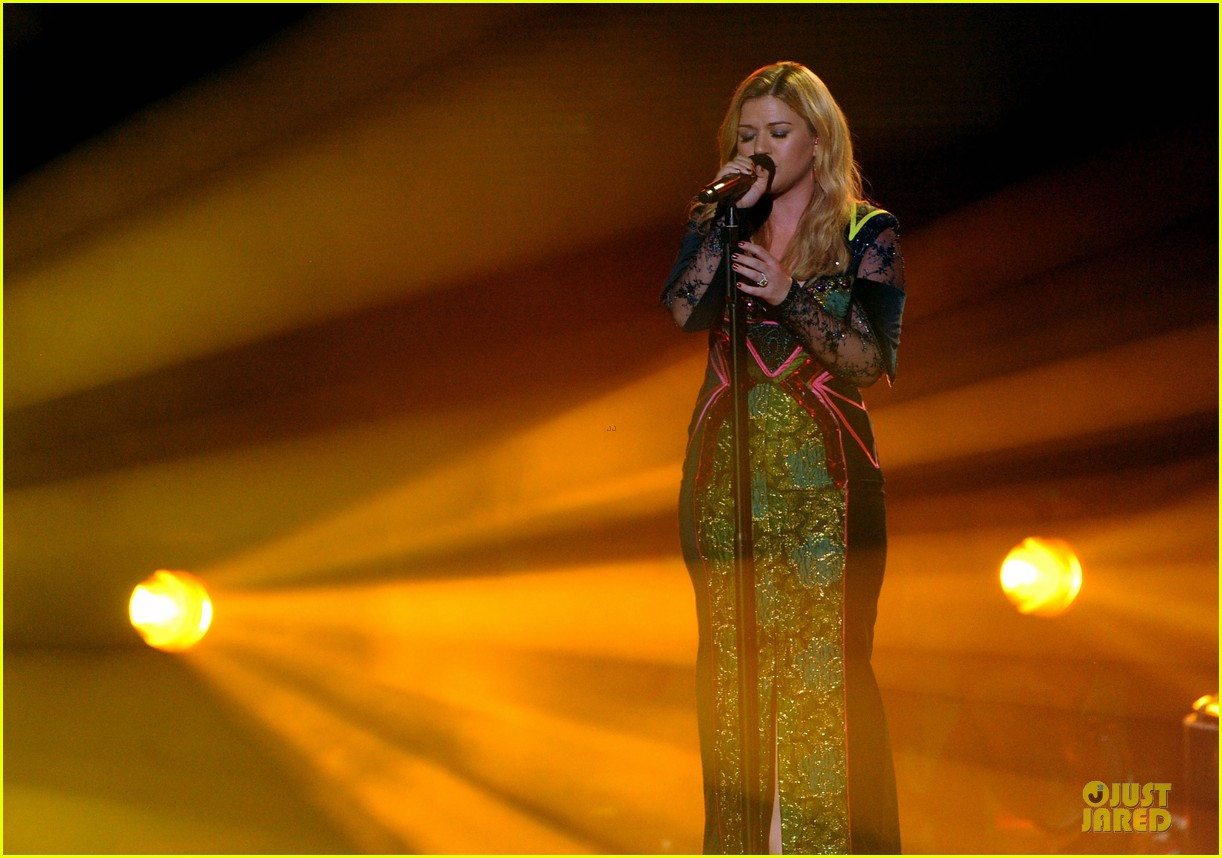 kelly clarkson vh1 divas performance watch now 06