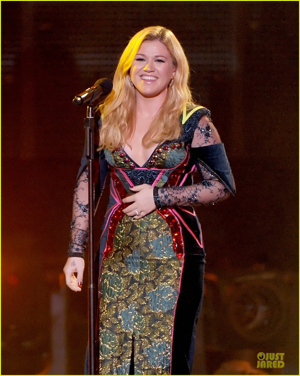 kelly clarkson vh1 divas performance watch now 07