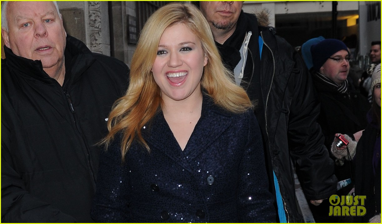 kelly clarkson four grammy nominations 022770405