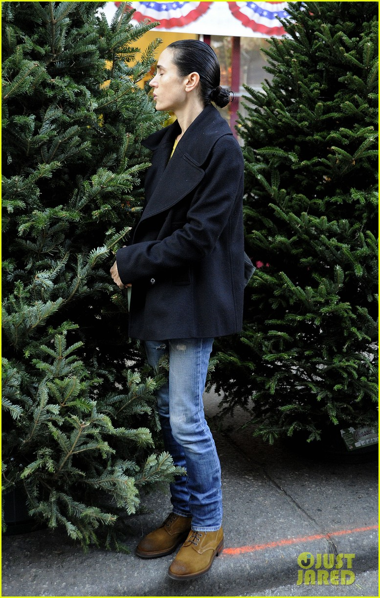 jennifer connelly christmas tree peek a boo 03