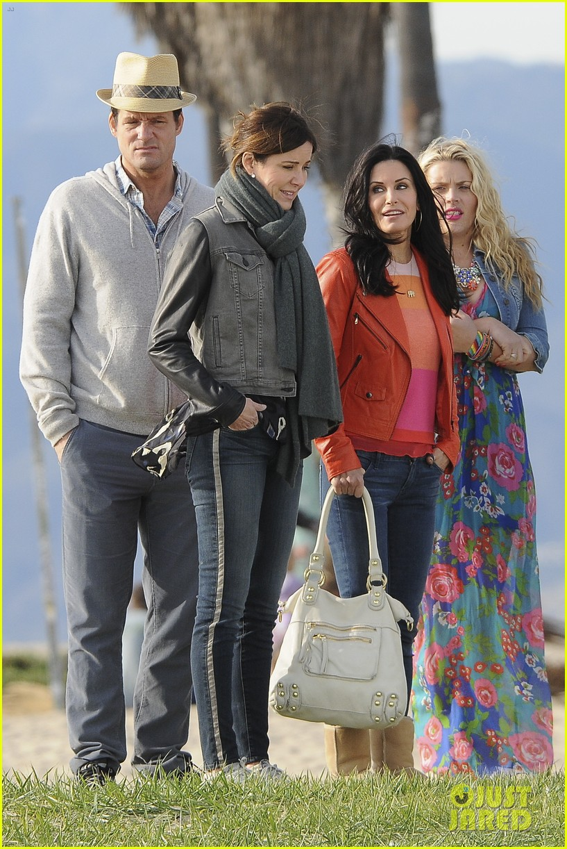 Courteney cox cougar town kiss