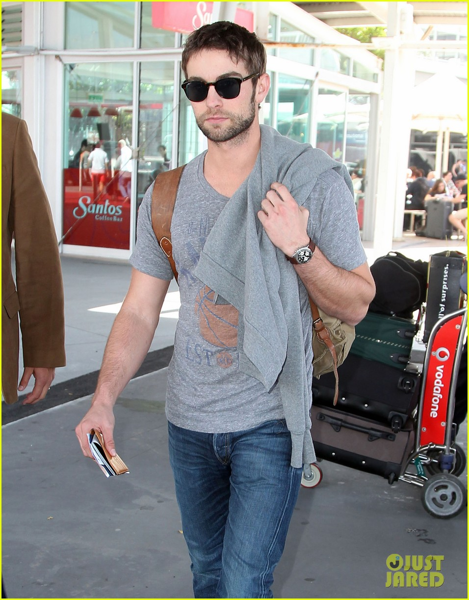 chace crawford heads to australia for new years 04