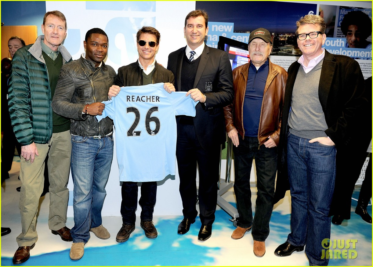 tom cruise jack reacher promotion at the manchester derby 03