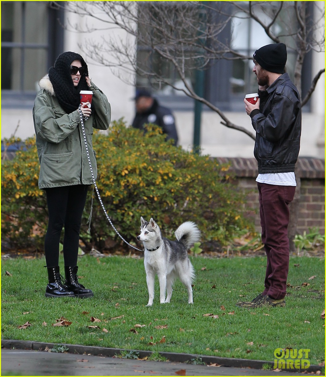 miley cyrus bundles up for philly dog walk 06