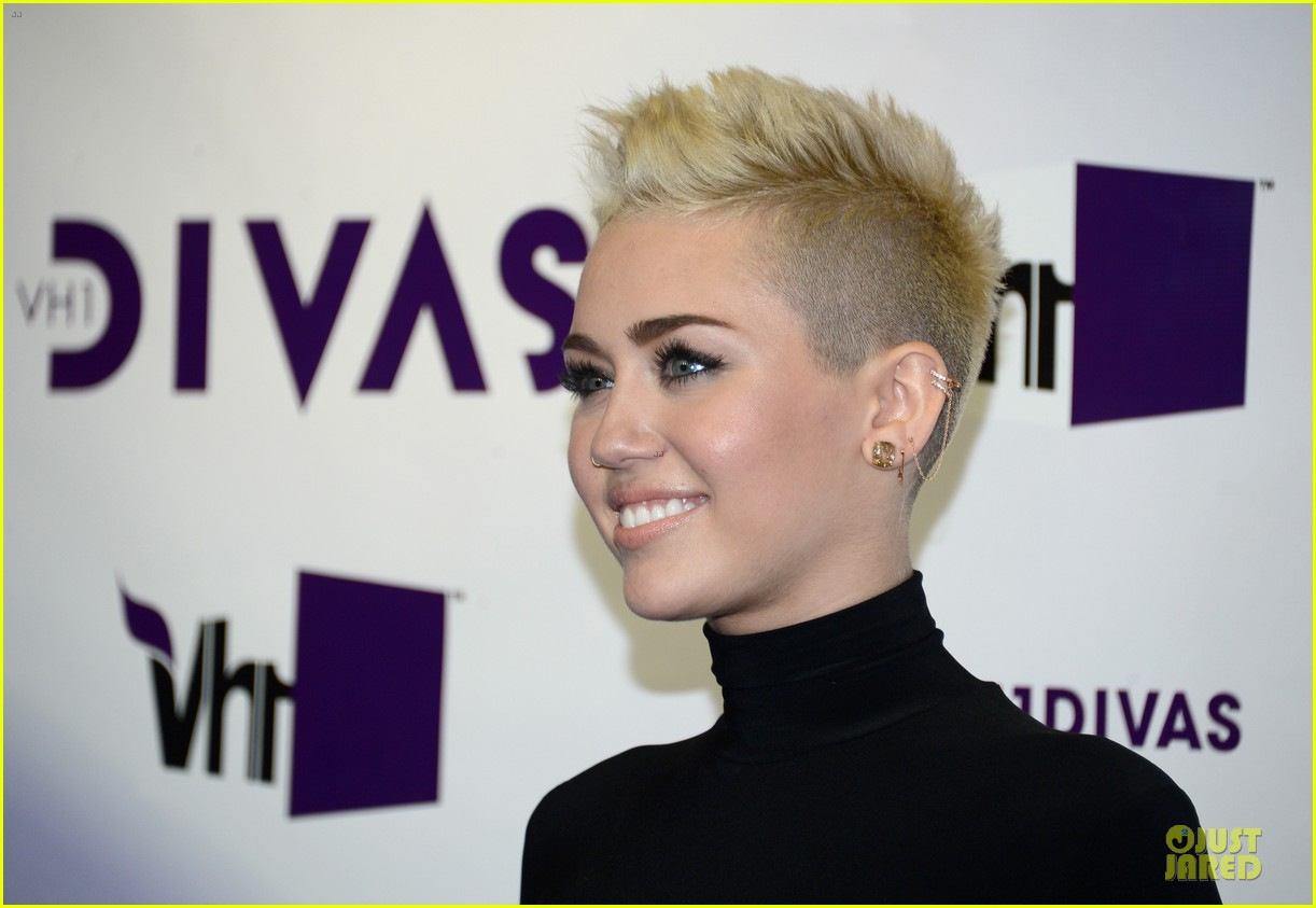 miley cyrus & kelly osbourne vh1 divas 15