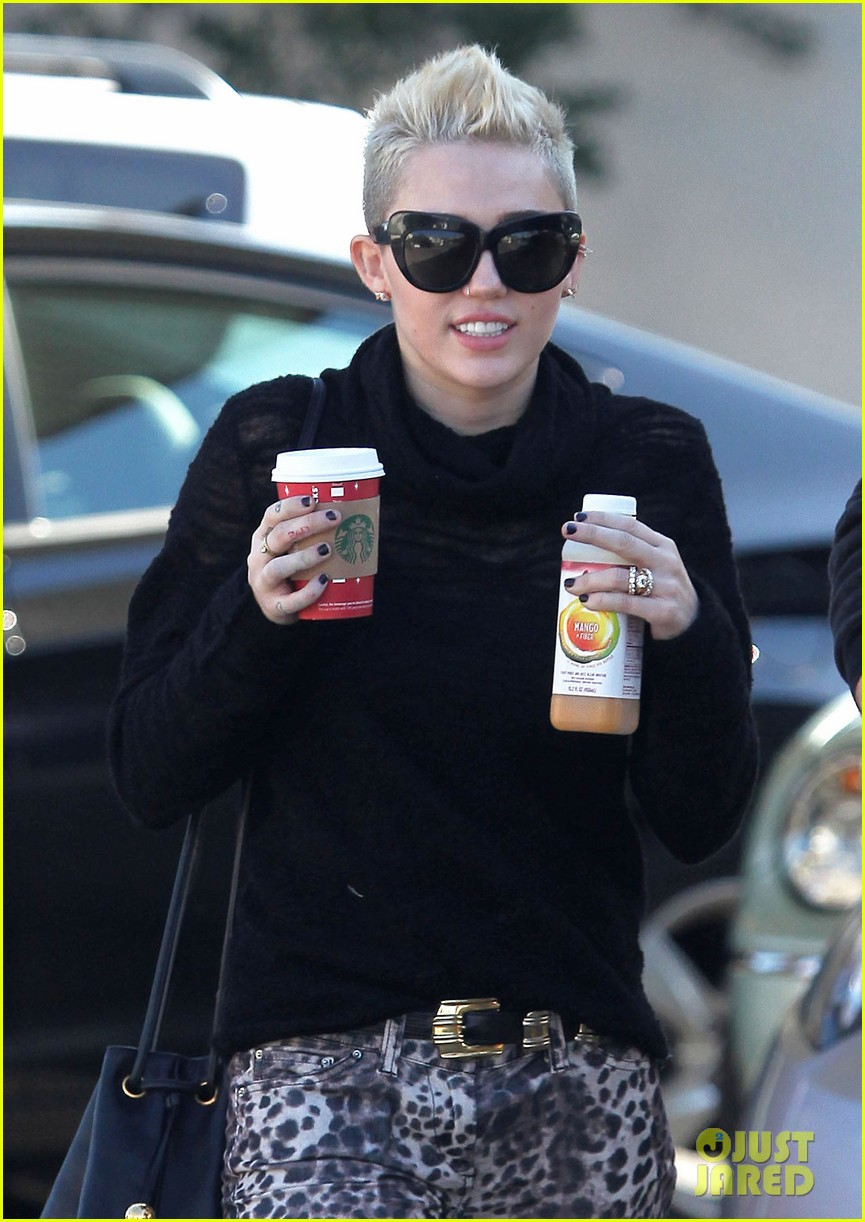 miley cyrus liam hemsworth holding hands at starbucks 042779796