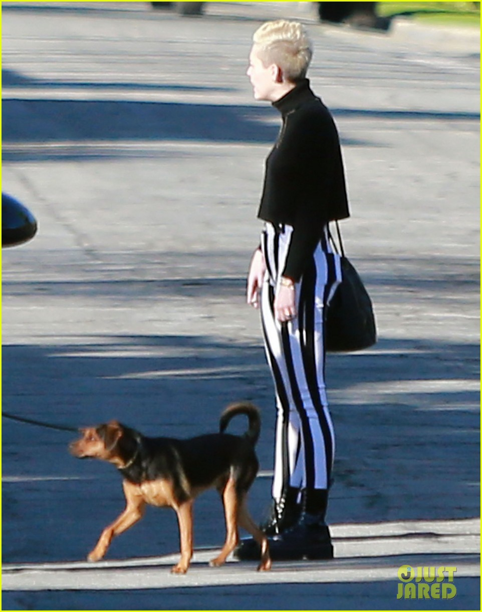 miley cyrus liam hemsworth post christmas family gathering 15