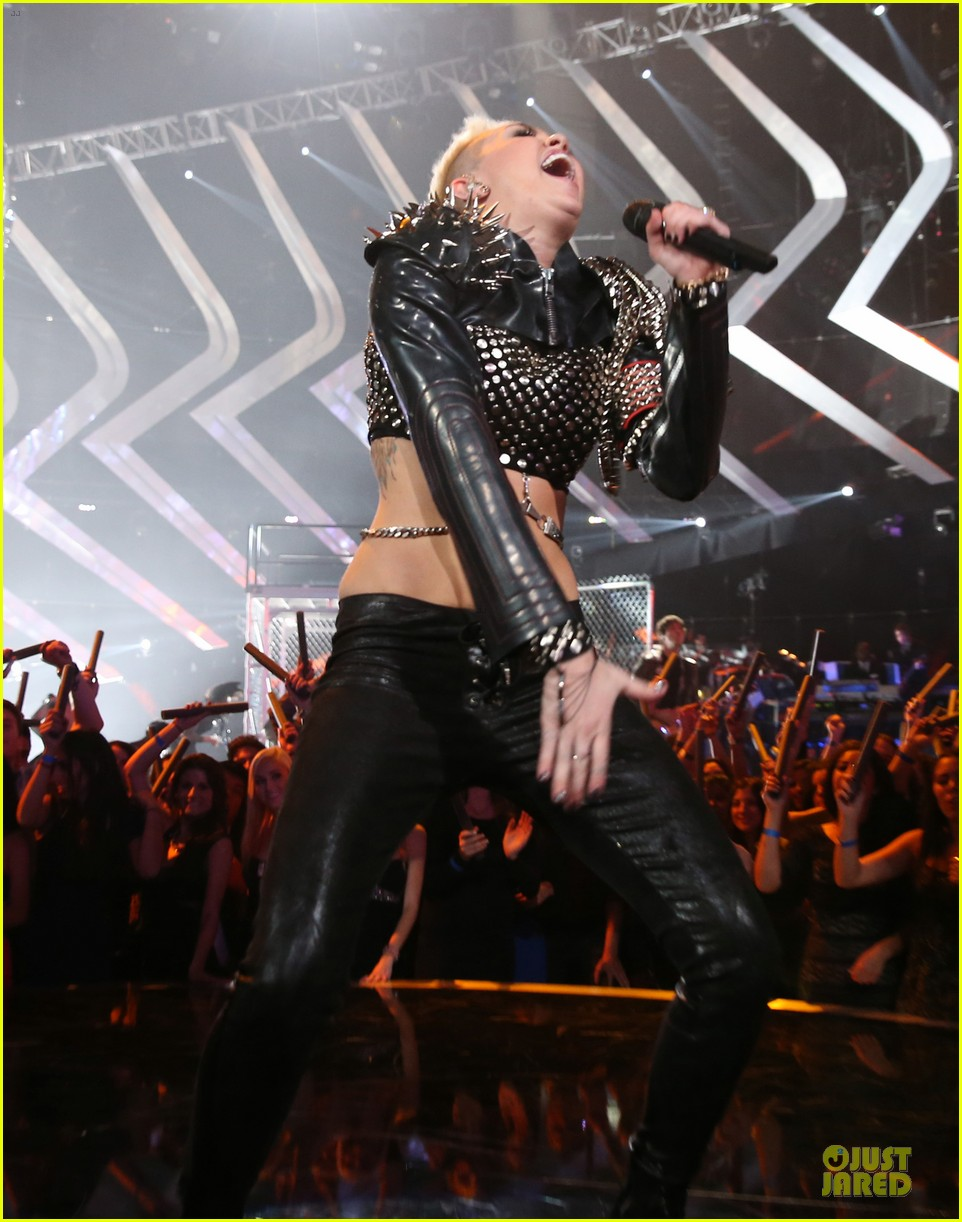 miley cyrus vh1 divas performance watch now 23