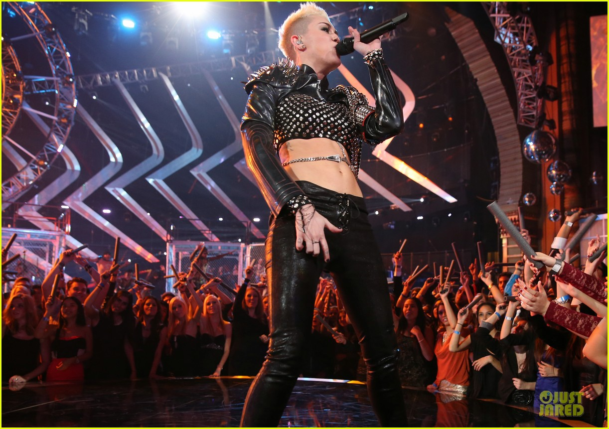 miley cyrus vh1 divas performance watch now 24