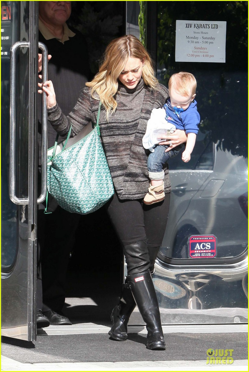 hilary duff shares moments with her little dogs 31
