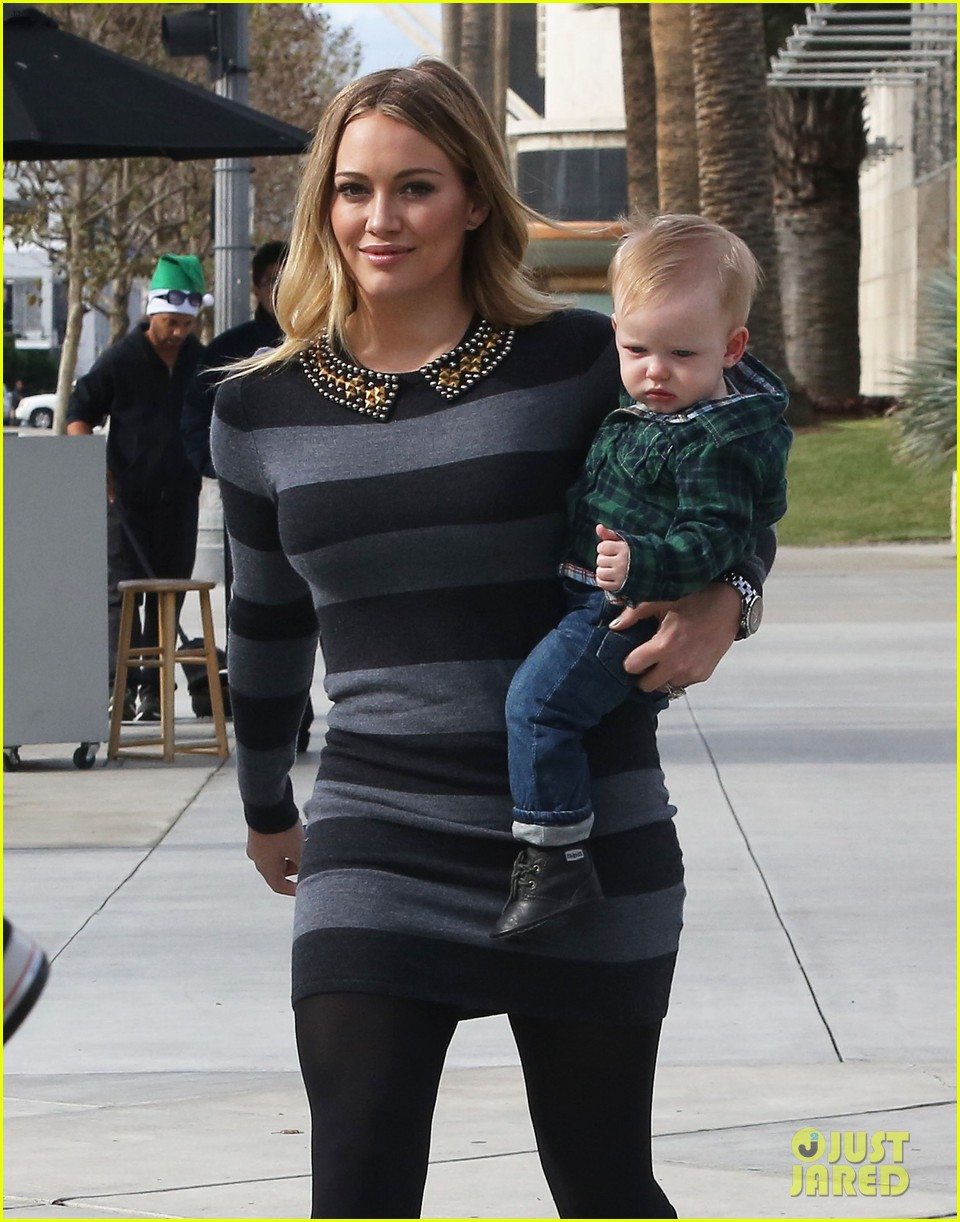 hilary duff mike comrie family fun day with luca 05