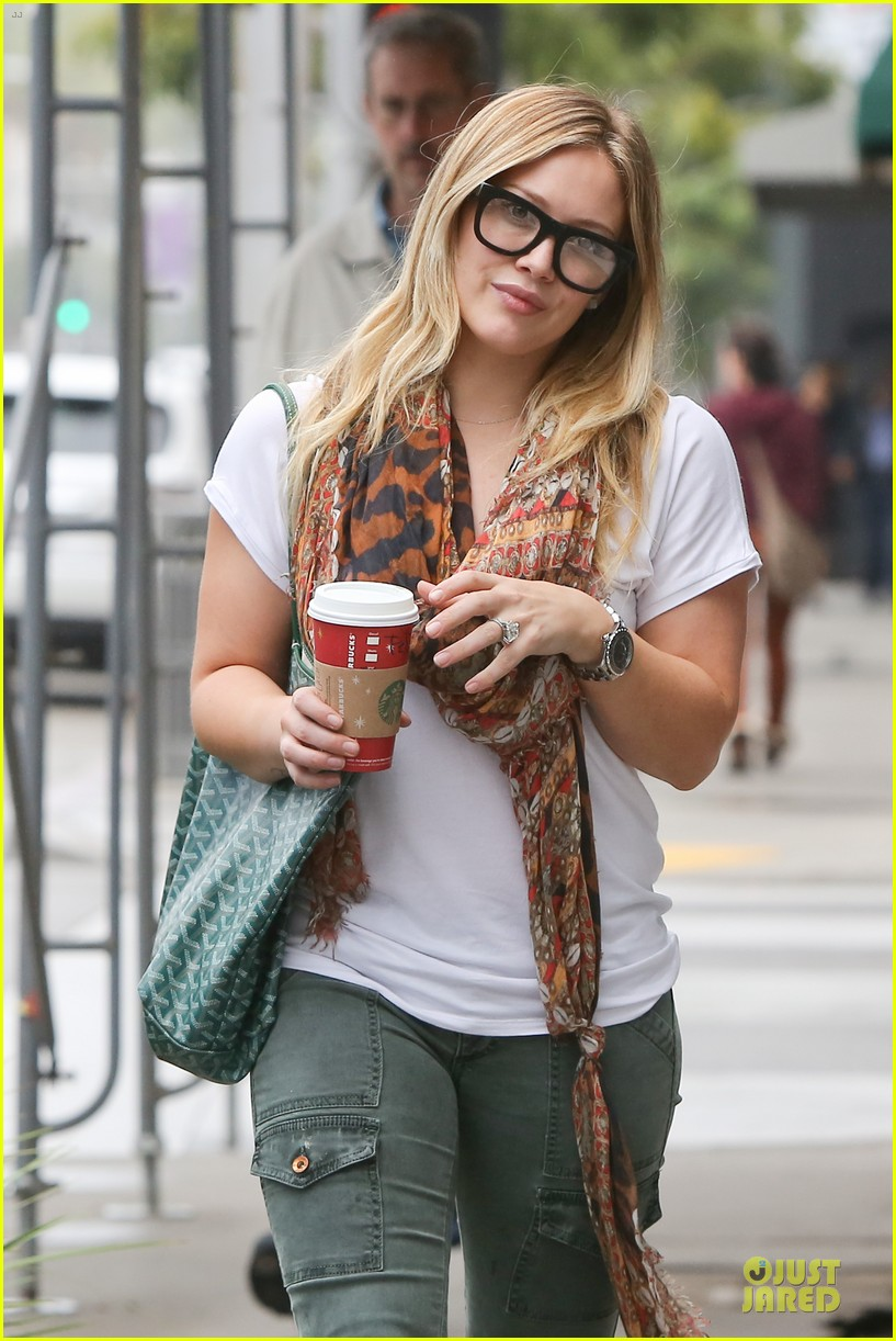 hilary duff sunday holiday shopping 10