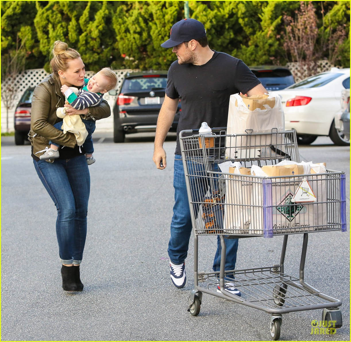 hilary duff & mike comrie grocery store kisses for luca 07