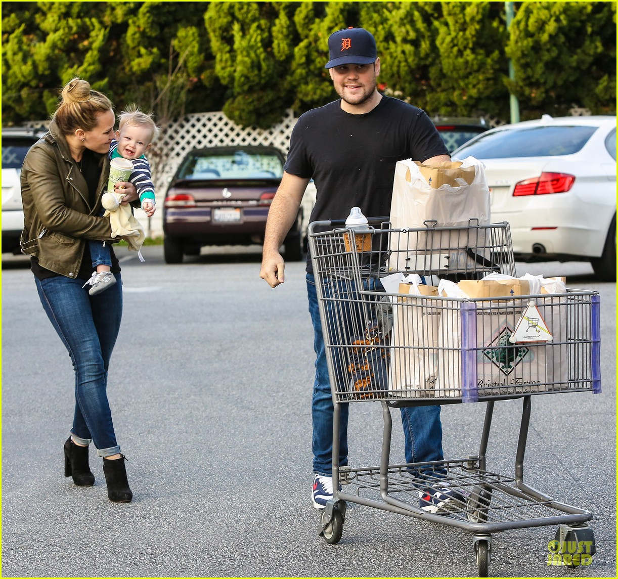 hilary duff & mike comrie grocery store kisses for luca 15