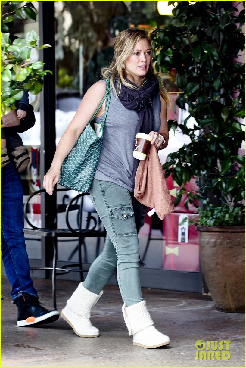hilary duff mike comrie shopping baby luca 03