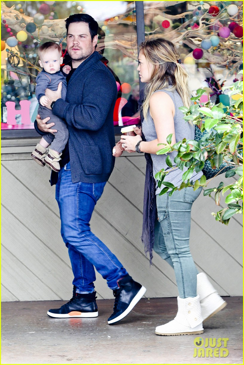 hilary duff mike comrie shopping baby luca 09