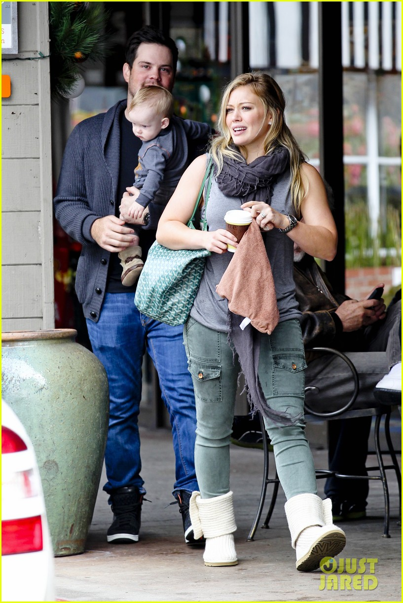 hilary duff mike comrie shopping baby luca 112767885