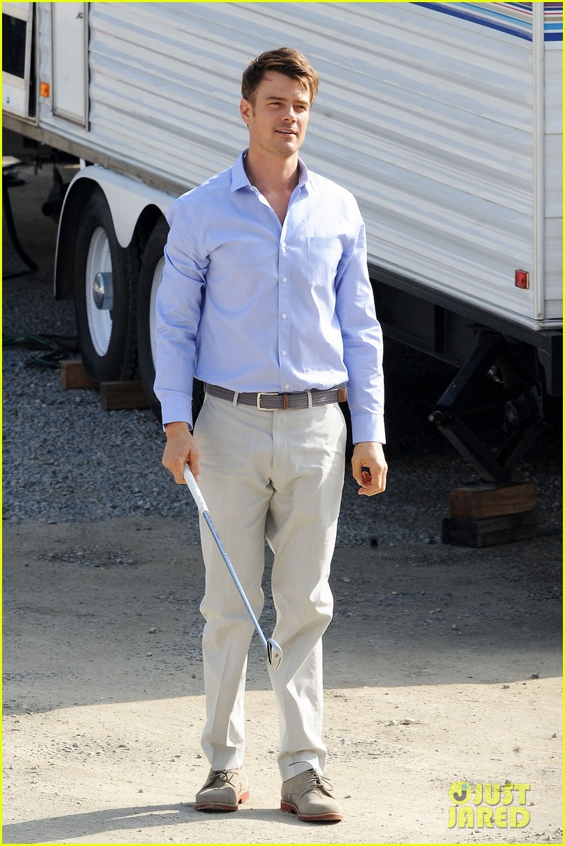 josh duhamel practices golf swing on youre not you set 17