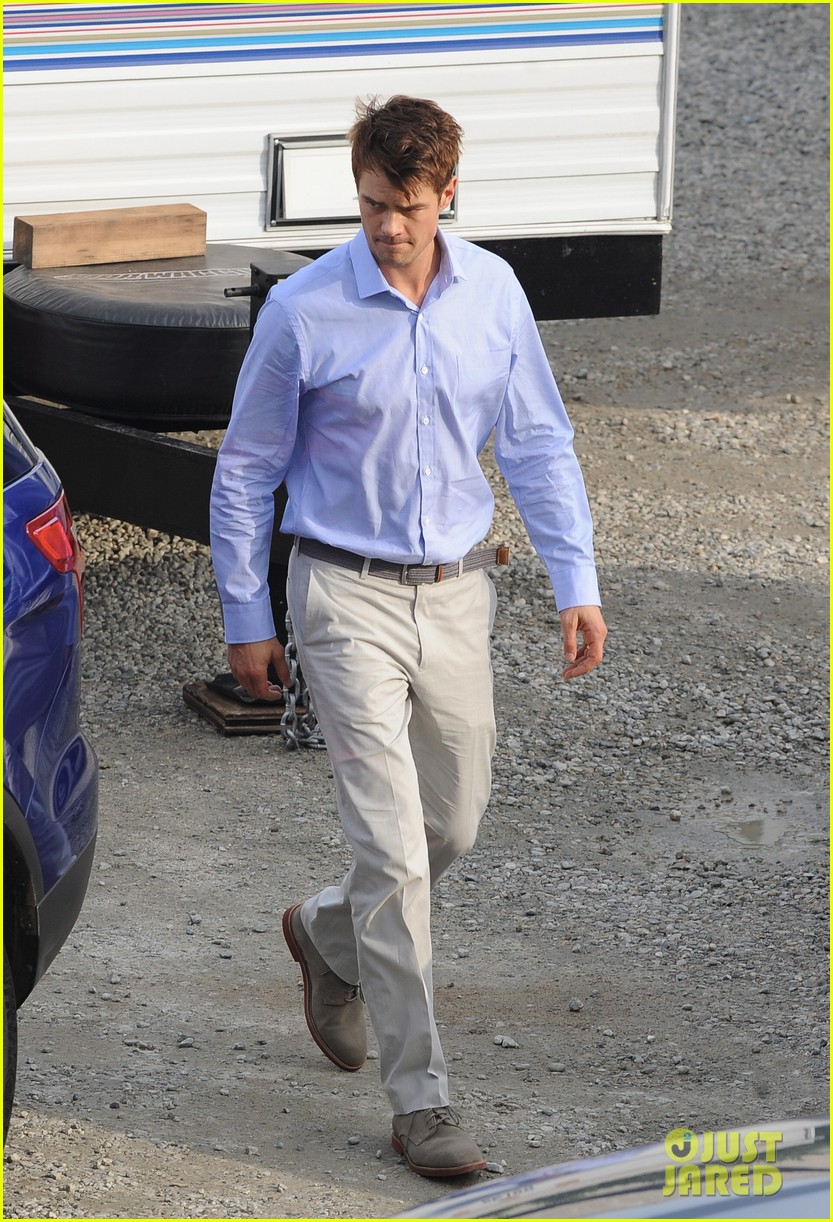 josh duhamel practices golf swing on youre not you set 252770219