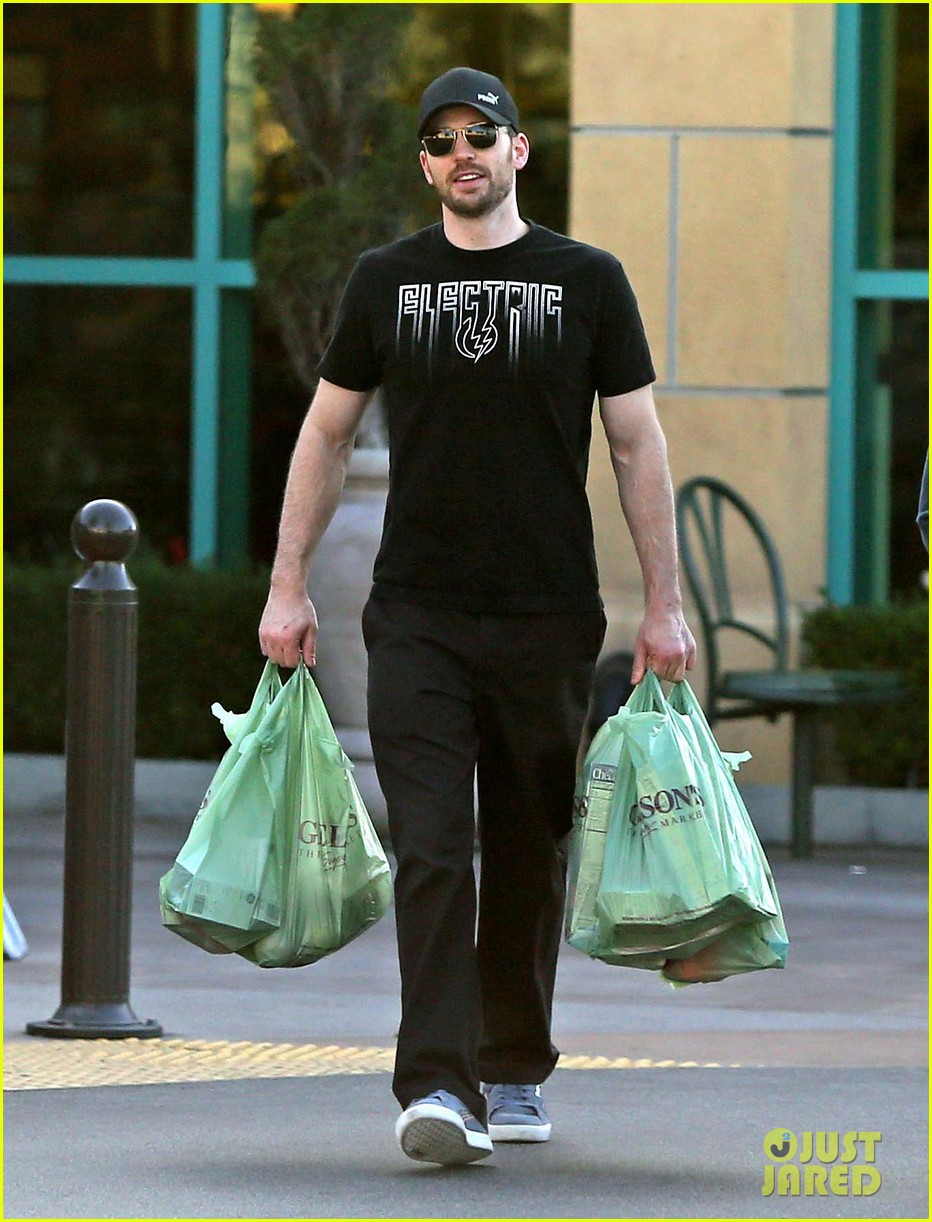 chris evans goes grocery shopping minka kelly works out 01