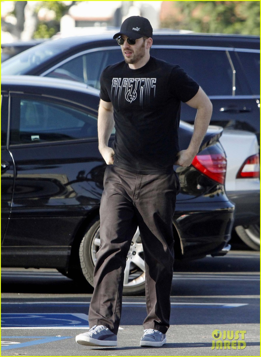 chris evans goes grocery shopping minka kelly works out 06