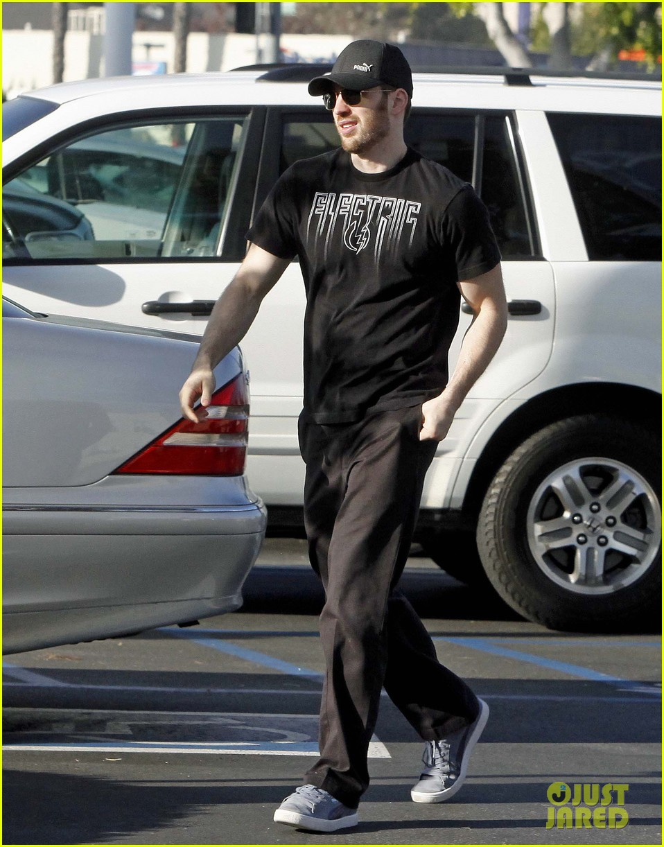 chris evans goes grocery shopping minka kelly works out 07