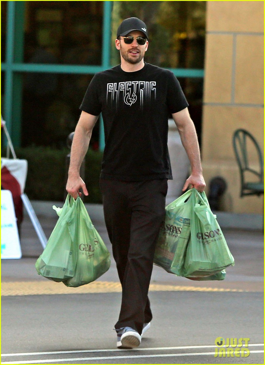 chris evans goes grocery shopping minka kelly works out 11