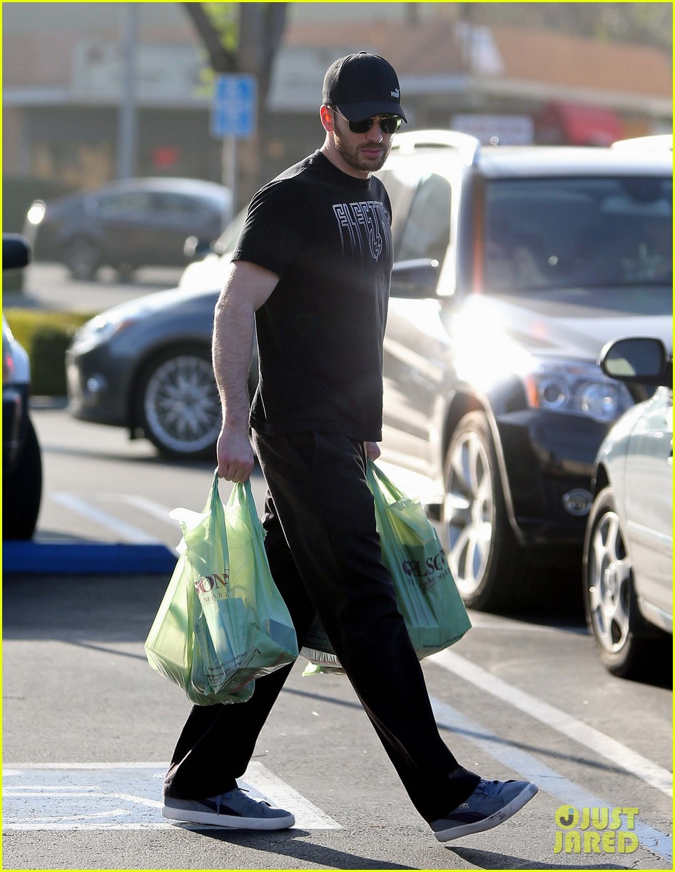 chris evans goes grocery shopping minka kelly works out 13