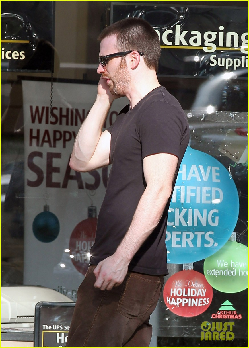 chris evans goes grocery shopping minka kelly works out 26