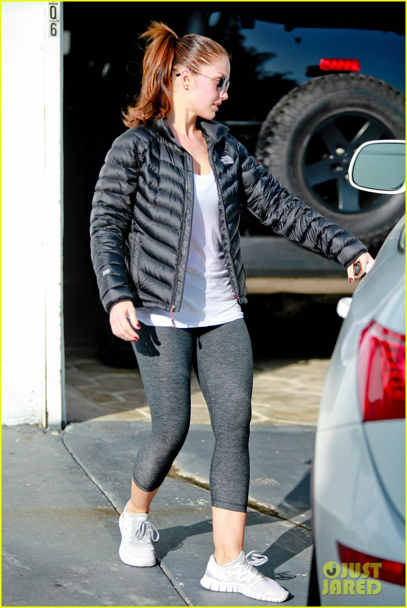 chris evans goes grocery shopping minka kelly works out 29