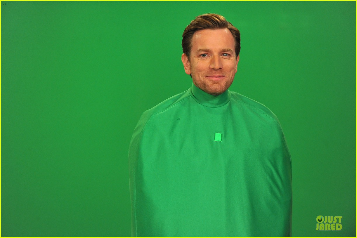 ewan mcgregor green screen fun with jimmy fallon 12