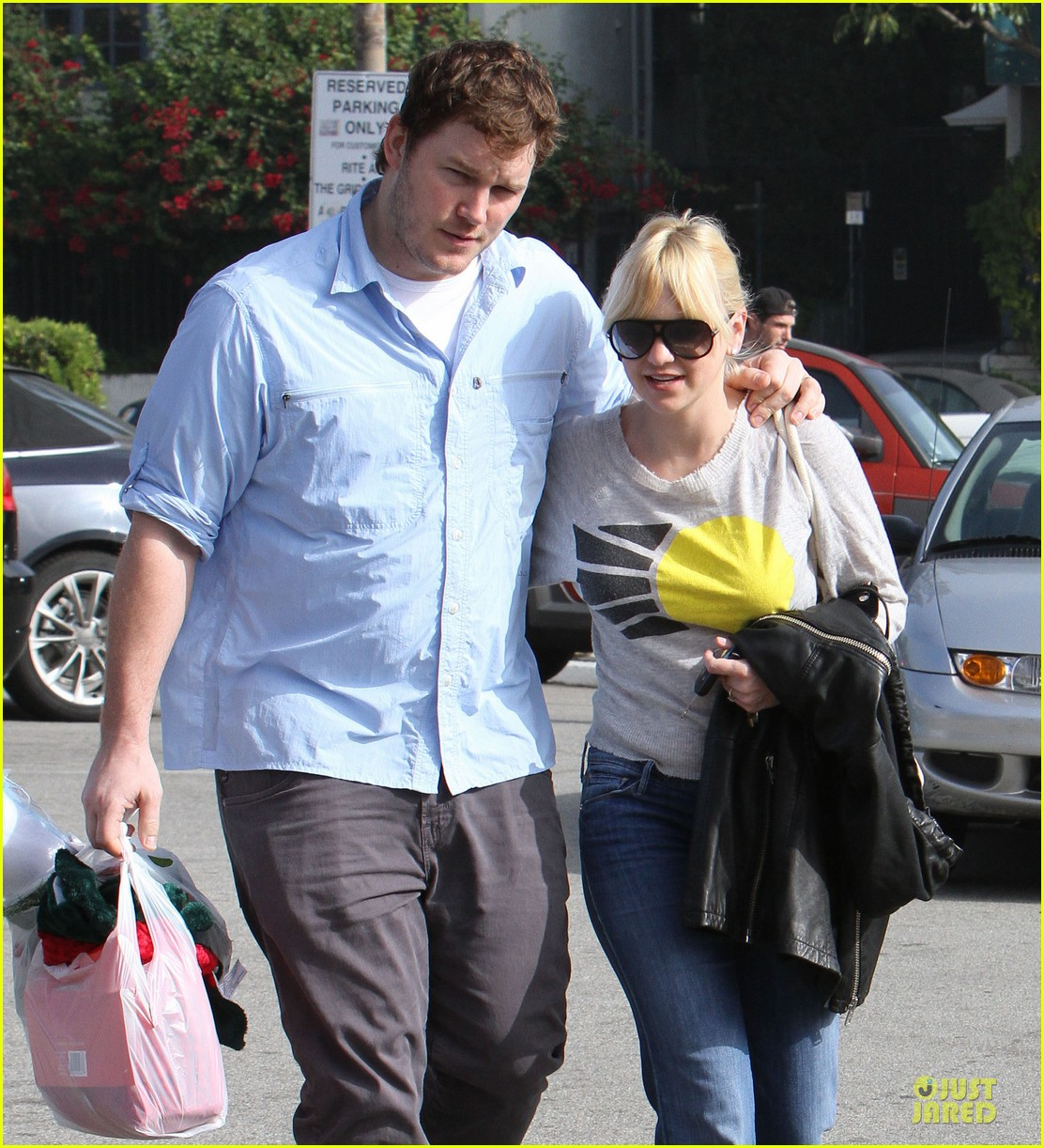 anna faris & chris pratt rite aide shopping couple 02