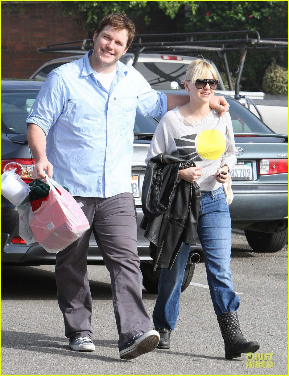 anna faris & chris pratt rite aide shopping couple 03