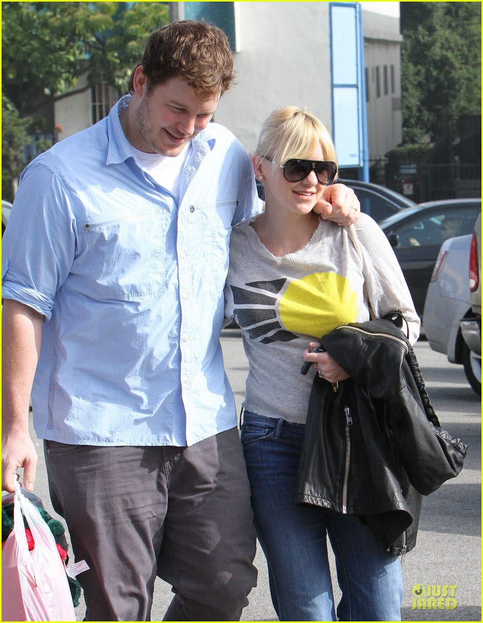anna faris & chris pratt rite aide shopping couple 162772708