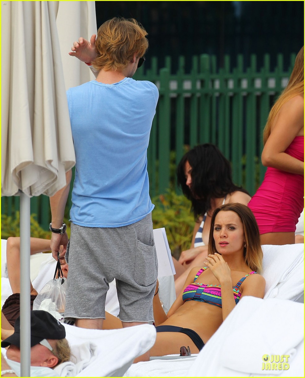 tom felton poolside with jade olivia 24