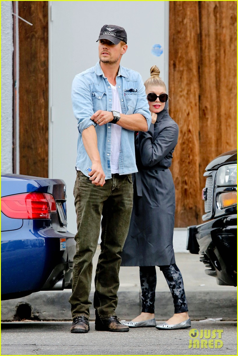 fergie josh duhamel last minute christmas shopping 06