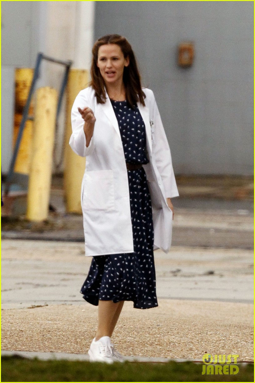 jennifer garner wears lab coat on buyers club set 122769795