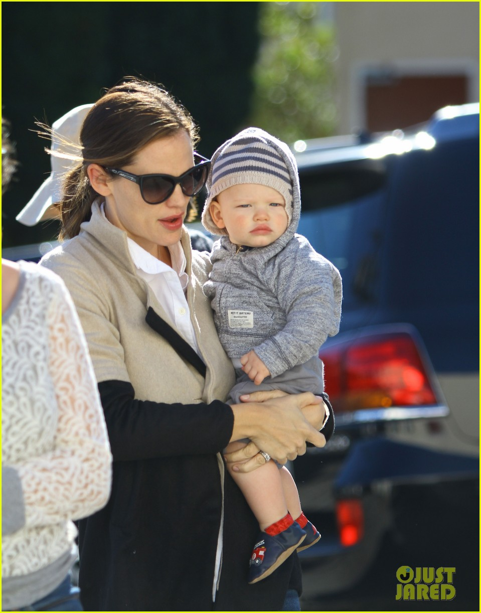 jennifer garner shopping with samuel 022778852