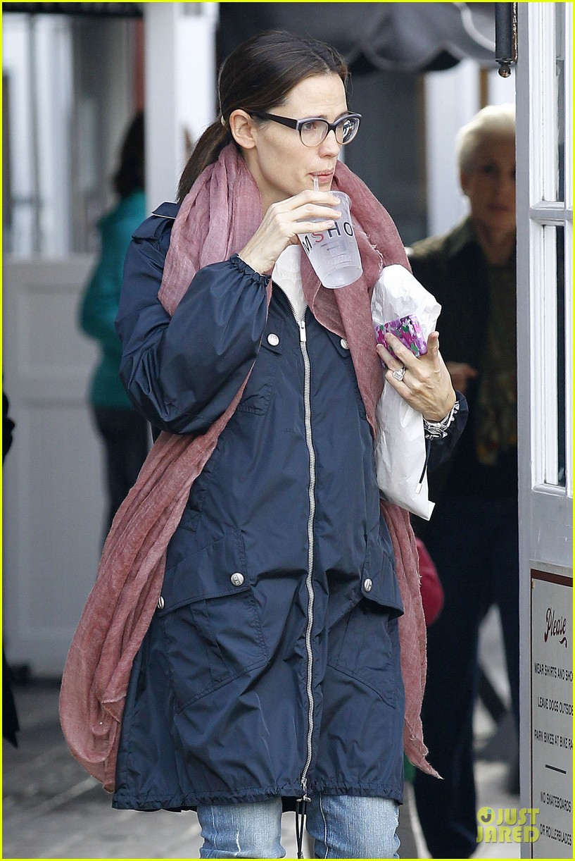 jennifer garner & seraphina eyeglasses wearing duo 112777750