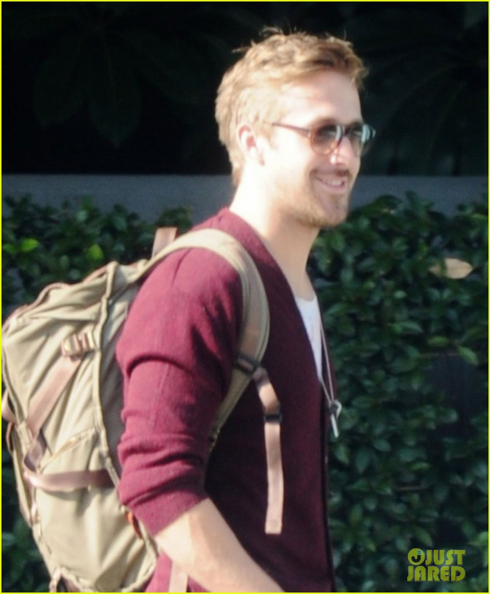 ryan gosling wears new sweater for breakfast 022771990